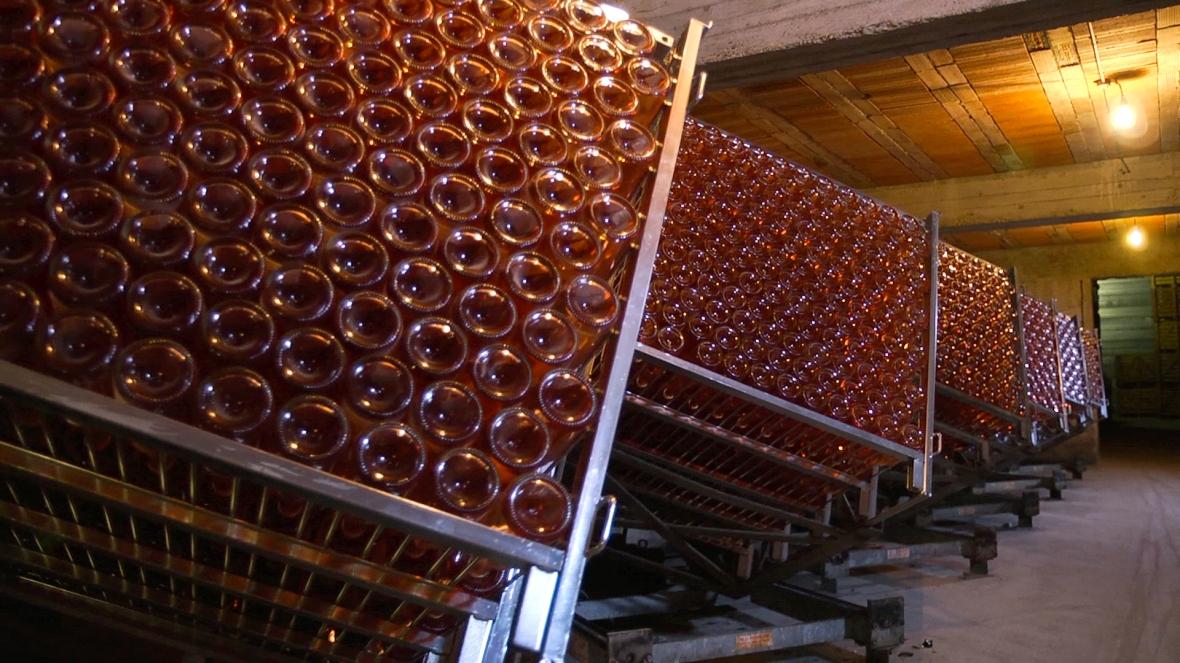 Sparkling rosé, Champange vs other sparkling wine