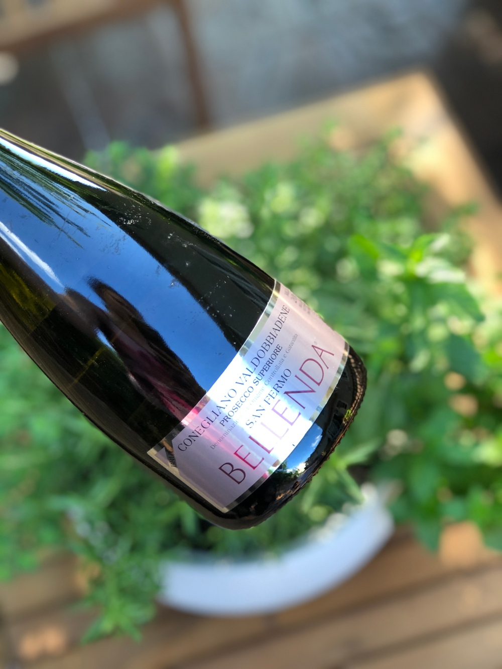 bubbles for summer, Champagne vs Prosecco, what is Prosecco